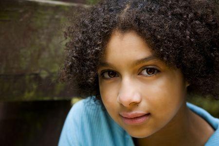 Dulce expresión en esta bonita chica biracial  Foto de archivo - 2034112