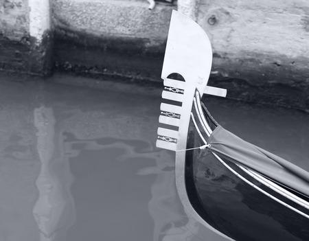 venetian gondola sailing through a canal, black and white photography 免版税图像