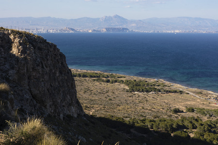 panoramic view of the coast with the city of Alicante, its castle and the Aitana mountain in the background. Photo taken from lighthouse 免版税图像