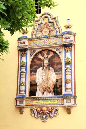 retablo: Retablo de cer�mica religiosa en Sevilla