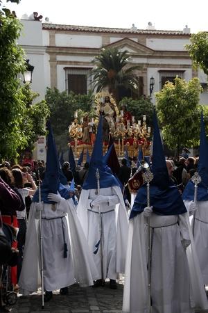 fraternidad: Semana Santa en Jerez de la Frontera, la Hermandad de la Borriquita Editorial