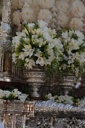 Exorno floral, white flowers