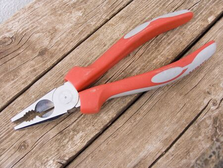 loosen: Universal pliers
