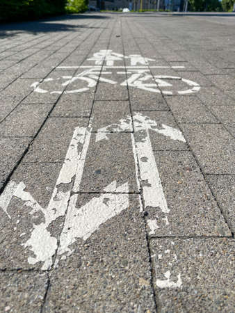 A close up of an empty sidewalk. Marking on the bicycle path, bicycle symbol. Standard-Bild