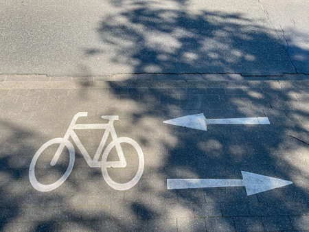 Marking on the bicycle path, bicycle symbol with arrows to the right and left.