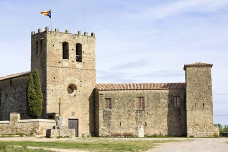benedictine: Santa Maria of Serrateix in Catalonia, is a Romanesque church that was part of the former Benedictine monastery of St.Maria and St Urbici. Century X Foto de archivo