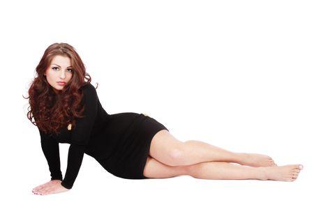 depilacion: Hermosa chica hermosa con el cabello rizado sentado en fondo blanco