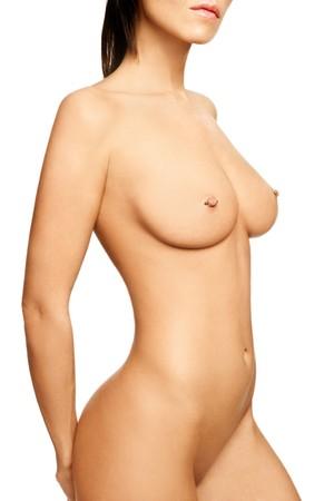 tetas: Torso de mujer desnuda sexy delgado hermosa con pezones perforados sobre fondo blanco Foto de archivo