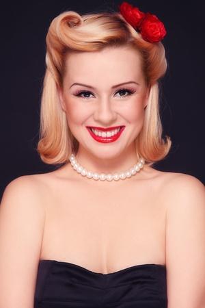 Hermosa joven sonriente sexy con vintage maquillaje y peinado  Foto de archivo - 8473395