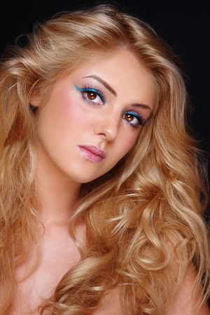 blonde curly hair: Beautiful young girl with stylish make-up and long blond curly hair