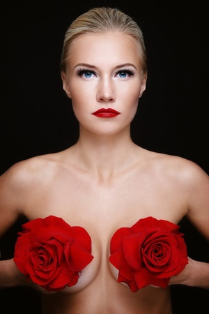 red breast: Portrait of young beautiful slim sexy woman with red roses in hands