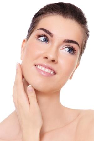 Junge schöne Frau lächelnd gesunde berührt ihr Gesicht, über weißem Hintergrund