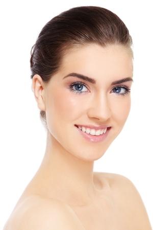 Portrait der jungen schönen lächelnd gesunde Frau auf weißem Hintergrund Lizenzfreie Bilder