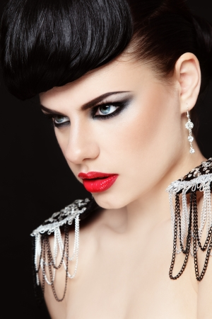 morena sexy: Retrato de joven bella morena sexy con estilo de maquillaje
