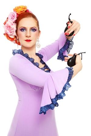 danseuse flamenco: Jeune danseuse de flamenco attrayant avec des castagnettes sur fond blanc