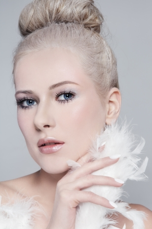 feather boa: Portrait of young beautiful woman with powdered vintage hairdo and white feather boa