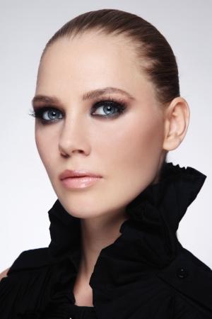 smoky eyes: Portrait of young beautiful stylish woman with smoky eyes