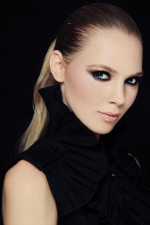 smoky eyes: Portrait of beautiful stylish young woman with smoky eyes