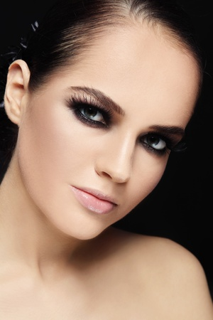 smoky eyes: Portrait of beautiful stylish young woman with smokey eyes