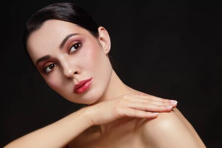 skin beauty: Portrait of young beautiful healthy woman with stylish make-up