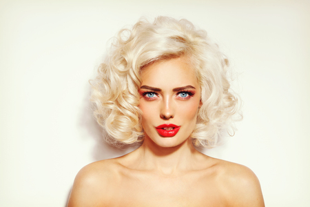 platinum hair: Vintage style portrait of young sexy beautiful platinum blonde woman with stylish hairdo and red lips Stock Photo