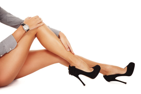 piernas con tacones: Long slim smooth tanned womans legs on high heels, copy space