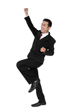 full body shot: Hombre de negocios asi�tico atractivo sentirse muy emocionado, disparo de cuerpo completo, aislado en fondo blanco Foto de archivo