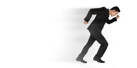 full body shot: Hombre de negocios asi�tico joven que se ejecuta con efecto r�pido movimiento, disparo de cuerpo completo, aislado en fondo blanco Foto de archivo