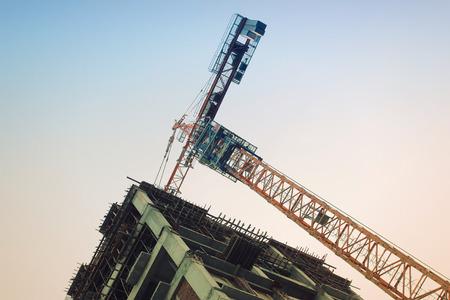 Una torre de acero y andamios apartamento en un sitio de construcción Foto de archivo - 49138310