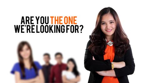 Ben jij degene die wij zoeken? Job recruitment ontwerp met beeld van jonge mensen uit het bedrijfsleven staan, op een witte achtergrond