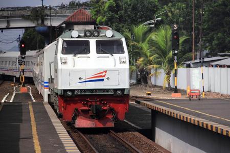 ジョグ ジャカルタ, インドネシア - 2017 年 5 月 22 日。鉄道で移動する電車。Lempuyangan 駅、ジョグ ジャカルタ、インドネシア
