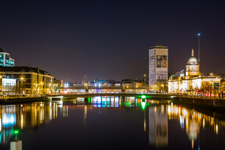 DUBLIN, IRELAND - APRIL 22, 2016: Night view seen from the river with water, bridge and buildings in the center of Dublin Ireland April 22, 2016. Stock Photo - 98937921