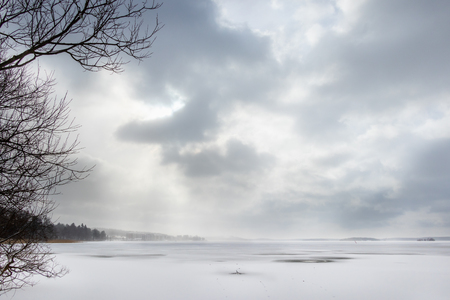 Beautiful winter seascape with hazy clouds and frozen sea. Stock Photo - 99488593