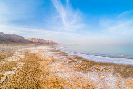 Costa salada del Mar Muerto, Israel. Foto de archivo - 92156567