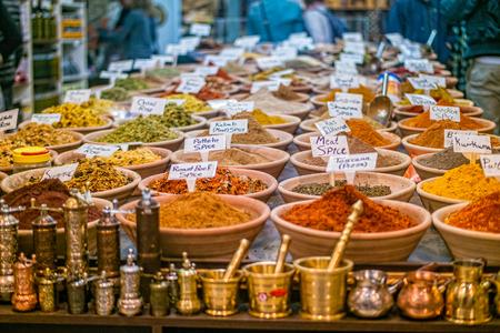 Especiarias no mercado da cidade velha de Jerusalém, Israel Foto de archivo - 92151688