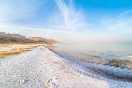 Salty coast of the Dead Sea, Israel. Foto de archivo - 98918331
