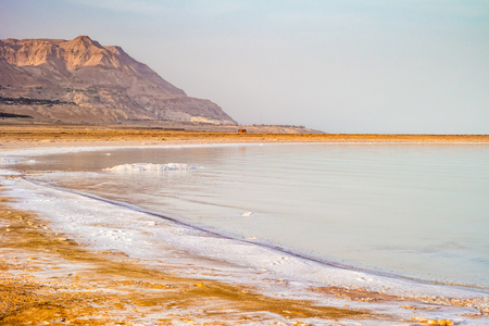 Salty coast of the Dead Sea, Israel. Foto de archivo - 99836132