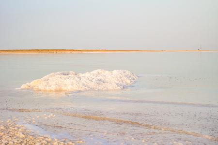 Salty coast of the Dead Sea, Israel. Foto de archivo - 106377122