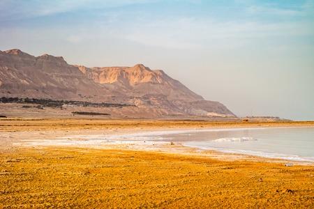 Salty coast of the Dead Sea, Israel. Foto de archivo - 121165487