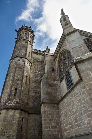 Detalle de la torre de la catedral de Saint-Nazaire Carcassone