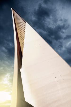 Monumento de acero en la playa de Salou, localidad tur�stica Foto de archivo