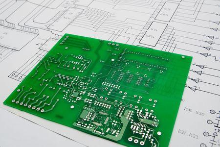 printed circuit board: Carte de circuit imprim� et sch�matique Banque d'images