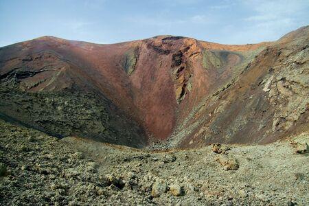 timanfaya: Cr�ter del volc�n en el Parque Nacional de Timanfaya, Lanzarote, Islas Canarias