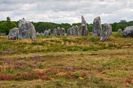 alineaci�n: Prehist�ricos megal�ticos alineaci�n de menhires en Carnac, Breta�a, Francia, Foto de archivo