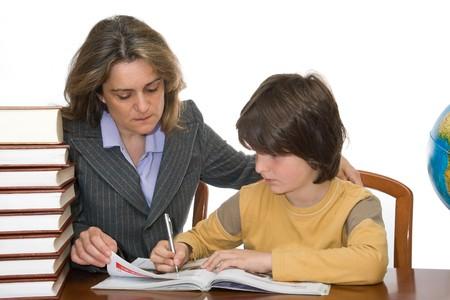 Mère enseignant et aidant son enfant à faire ses devoirs Banque d'images - 6960613