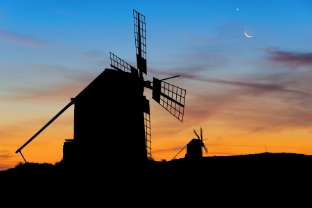 spanish culture: Moon and Venus over Spanish Windmills at dusk