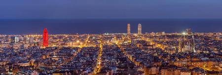 夜のバルセロナのスカイラインのパノラマ 写真素材