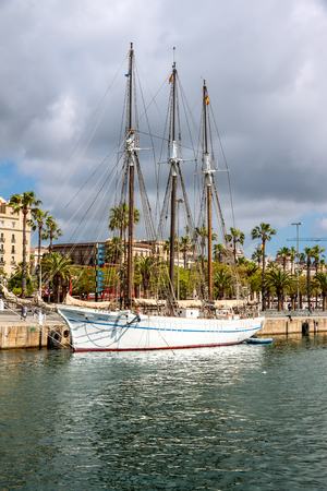 moll: BARCELONA-MAY 2: Santa Eulalia on May 2, 2014. Santa Eulalia is an historical schooner of 1918 on display on Moll de la Fusta in Barcelona, Catalonia, Spain.