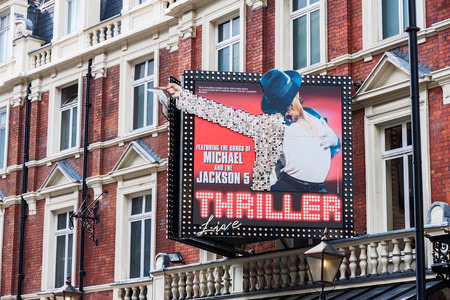 LONDON -AUGUST 4: Featuring Michael Jackson live on August 4, 2014  in London. Michaels Jackson Thirller Live is featured at the Lyric Theatre. The Lyric Theatre is the oldest surviving of all the theatres currently on Shaftesbury Avenue 新聞圖片
