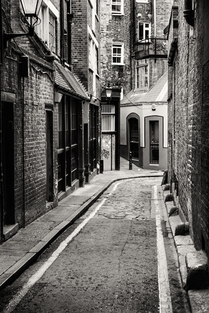 ripper: Passage in Whitechapel, the district where Jack the Ripper comitted his crimes, in London.